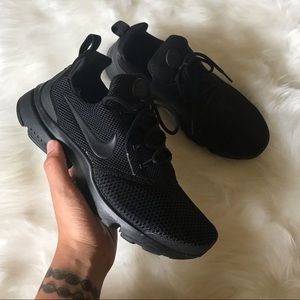 BLACK NIKE AIR PRESTO FLY SNEAKERS